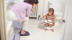 200270092 001 Mother Potty Training Daughter