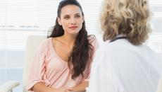 Thinkstockphotos 486487591 Woman Talking To Her Doctor