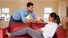 Thinkstockphotos 509624538 Pregnant Woman Couch Scaled