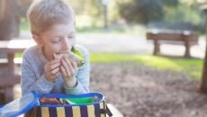 Thinkstockphotos 517494264 Kid Eating School Lunch