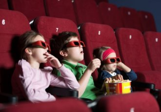 177349115 Kids Watching 3D Movies