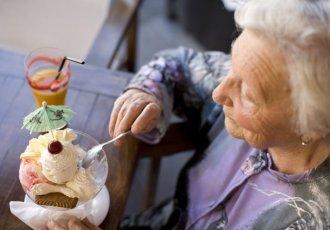 Thinkstockphotos 117781423 Grandmother Ice Cream