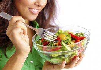 Thinkstockphotos 467710207 Woman Eating Salad