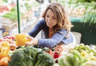 Thinkstockphotos 483454525 Woman In Produce Aisle