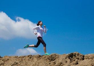 Thinkstockphotos 488357086 Young Woman Running On Mountain