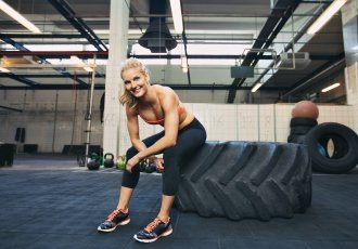 Thinkstockphotos 505500213 Crossfit Tire Woman