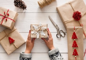 Thinkstockphotos 607262182 Giftwrapping