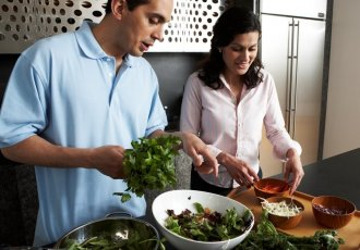 Thinkstockphotos 83120297 Prepping Food