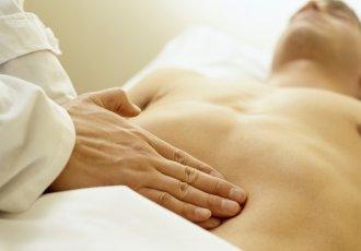 Thinkstockphotos Aa023148 Massage Therapist Palpating The Abdomen