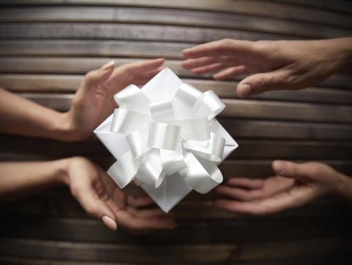 Why Giving Can Help Get You in the Holiday Spirit