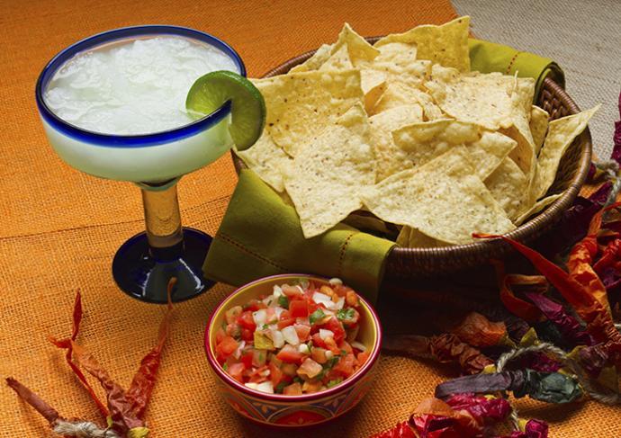 156974985 Chips Salsa Margarita