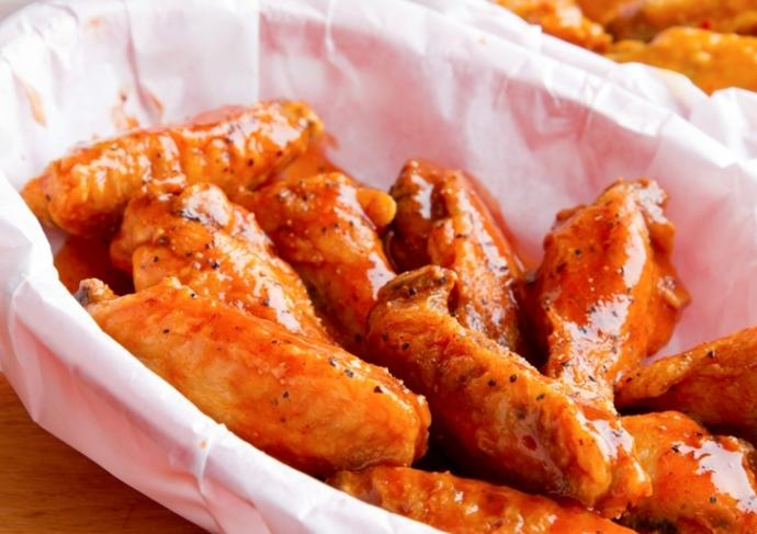 159259523 Basket Of Chicken Wings