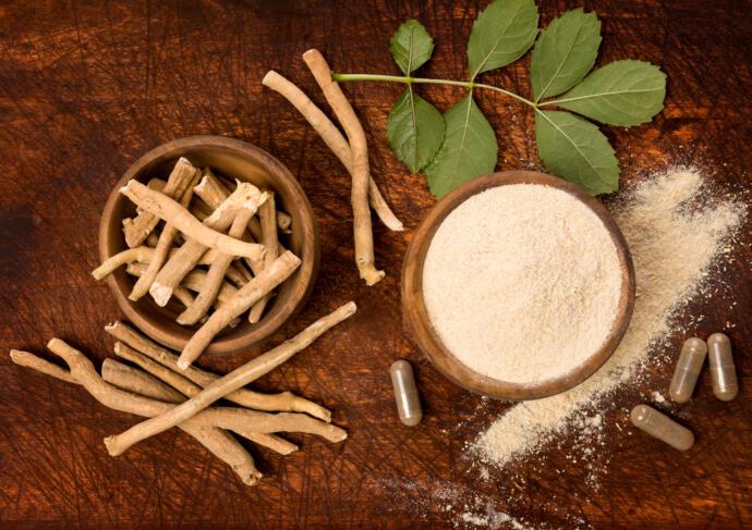 Ashwagandha superfood powder and root