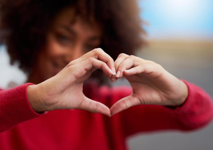 Heart Woman In Red Heart Hands 720x481 2f89a0a8 9352 49c9 804f 159358b03d62