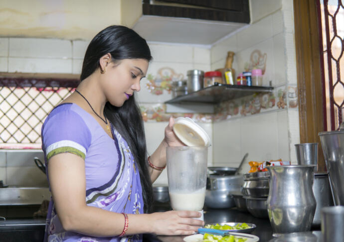 PCOS diet tips woman eating healthy food
