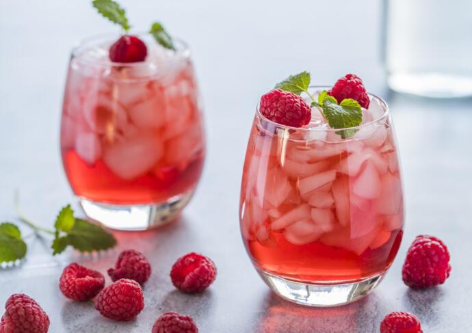Refreshing raspberry mocktail