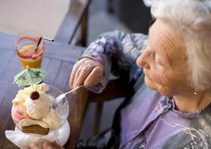 Thinkstockphotos 117781423 Grandmother Ice Cream