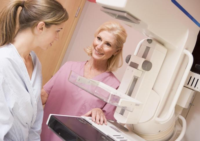Thinkstockphotos 178845812 Nurse With Patient Getting Mammogram