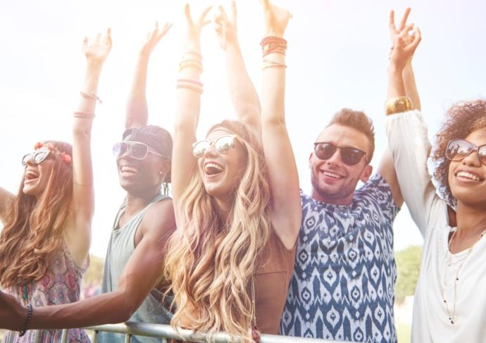 Thinkstockphotos 184565078 Friends At Music Fest Scaled2