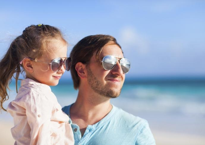 Thinkstockphotos 467381891 Father And Daughter At Beach