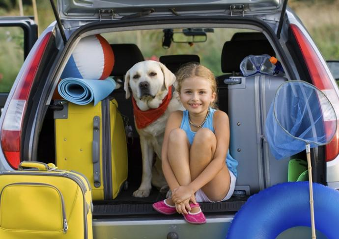 Thinkstockphotos 482745737 Girl Sitting In Packed Car