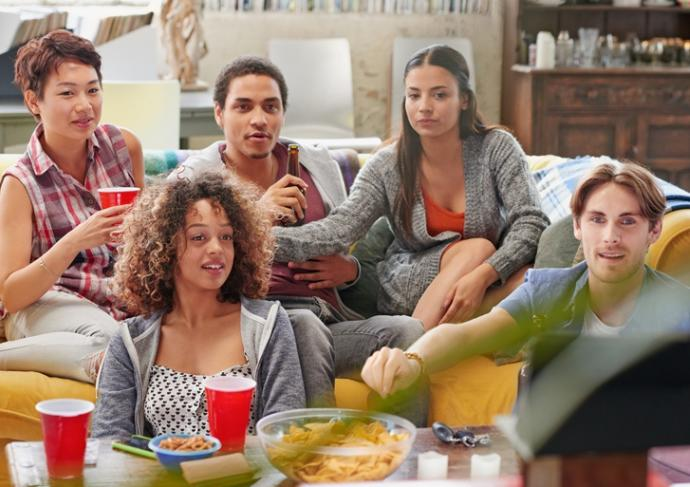 Thinkstockphotos 492320238 Group Of Student Friends At Home Watching Football 1