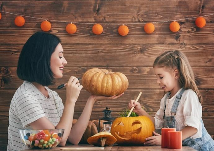 Thinkstockphotos 600084604 Pumpkin Carving
