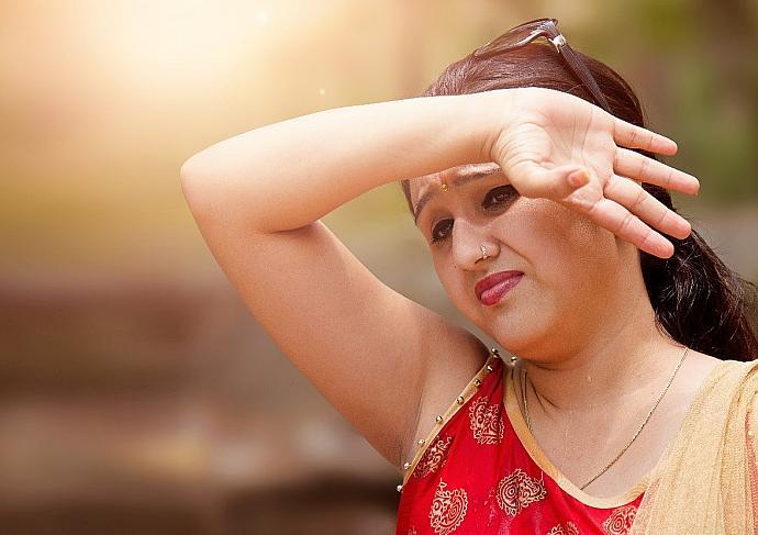 Thinkstockphotos 690010544 Women Sun Headache