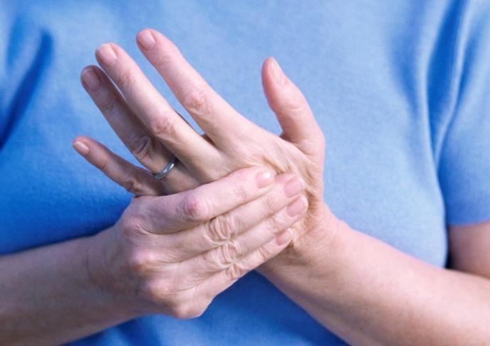 Thinkstockphotos 71261122 Woman Massaging Her Hand