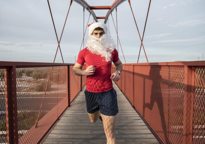 Thinkstockphotos 880883500 Runner Santa Hat