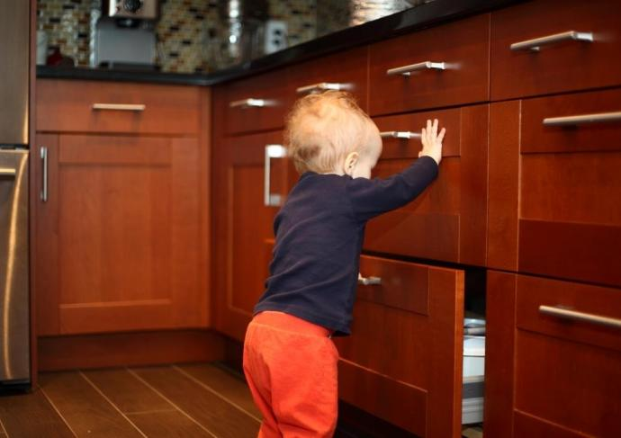 Toddler Opening Drawers