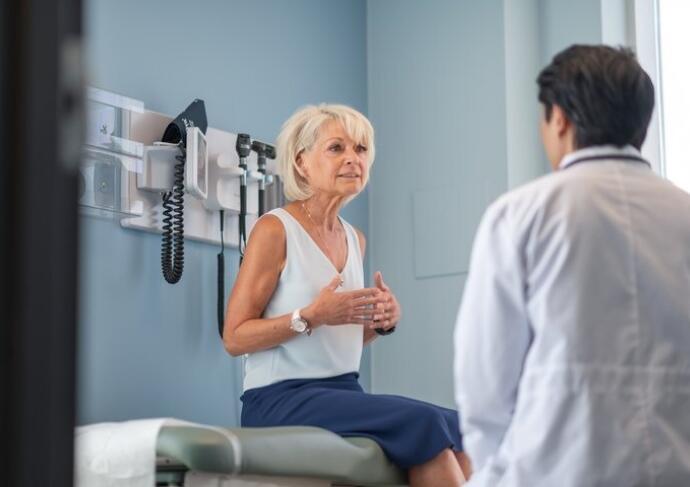 Female patient with male doctor consultation colorectal cancer 720x480 5f8c78d8 ba19 4cd3 9105 610c2d74d066 2
