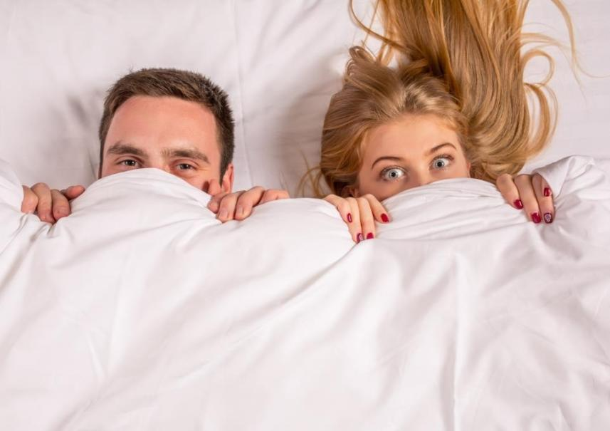 Thinkstockphotos 515679428 Couple Under Covers