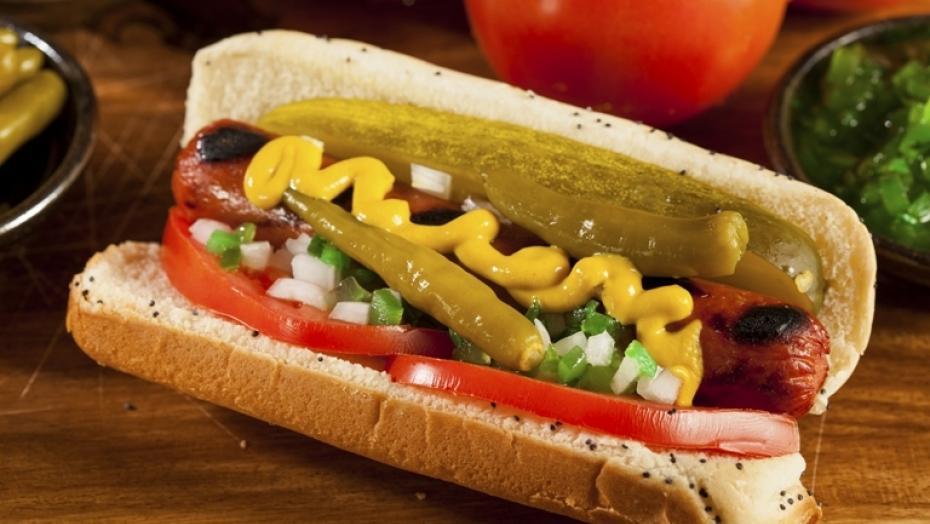 183563868 Hot Dog Chicago Style