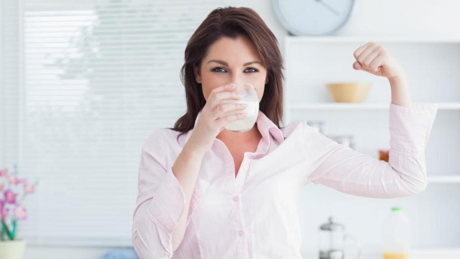 Thinkstockphotos 160941641 Woman Drinking Milk