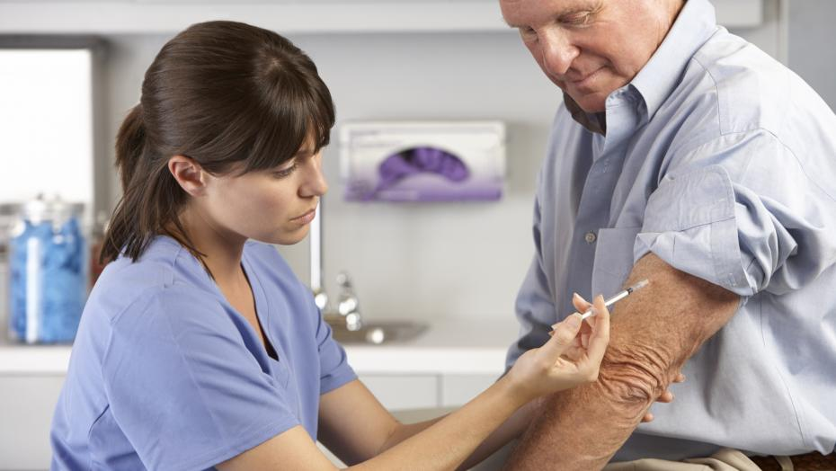 Thinkstockphotos 170083417 Doctor Giving Male Patient Injection