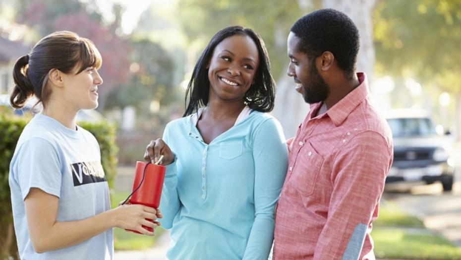 Thinkstockphotos 178143613 Volunteer Collecting Donation From Couple