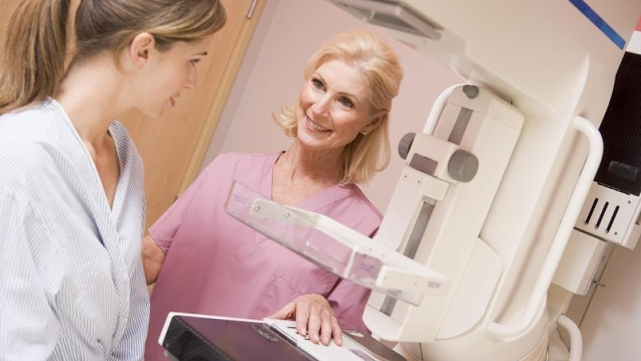 Thinkstockphotos 178845812 Nurse With Patient Getting Mammogram