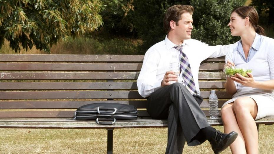 Thinkstockphotos 200284354 001 Lunch On Bench