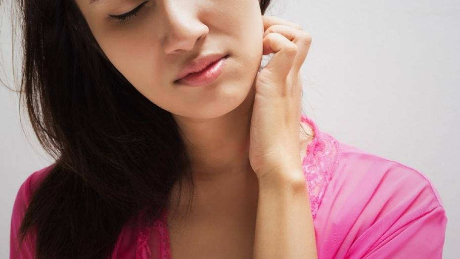Thinkstockphotos 465991162 Woman Scratching Neck