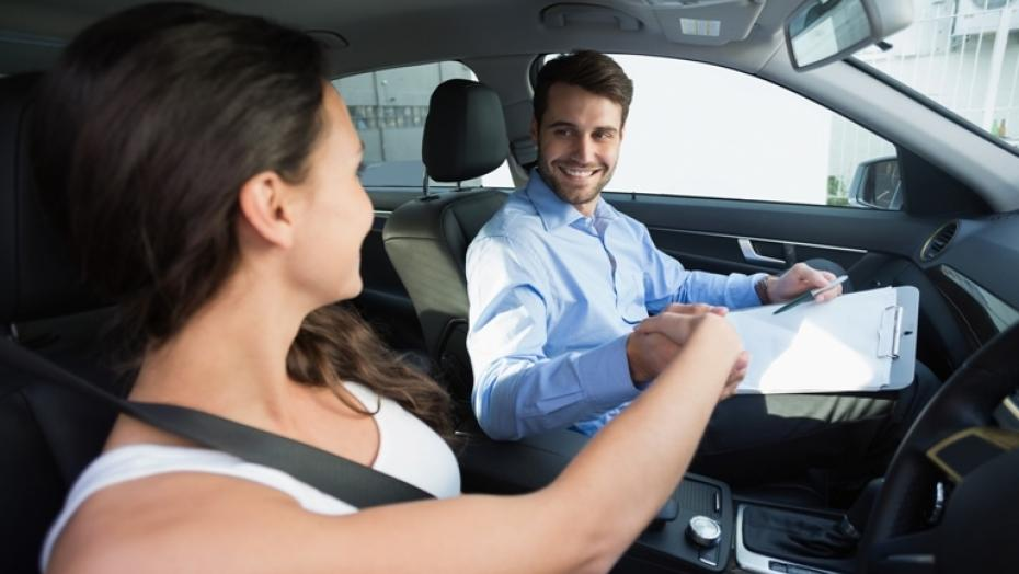 Thinkstockphotos 468800620 Woman Getting Driving Lesson
