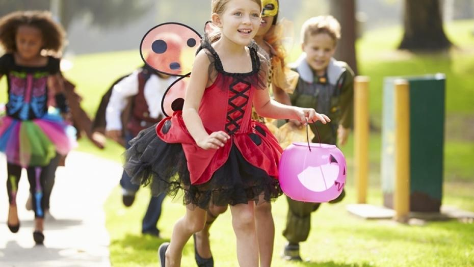 Thinkstockphotos 489592799 Children Trick Or Treating