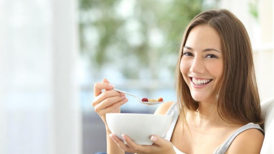 Thinkstockphotos 504377240 Woman Eating