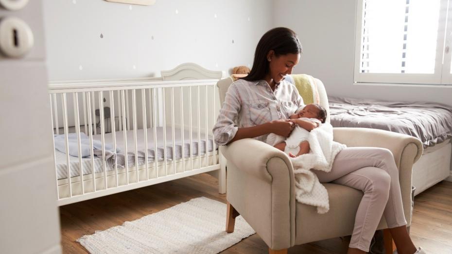 Thinkstockphotos 670930570 Pregnant Mom Crib Room