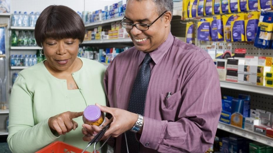 Thinkstockphotos 78056531 Couple Discussing Medication In Pharmacy