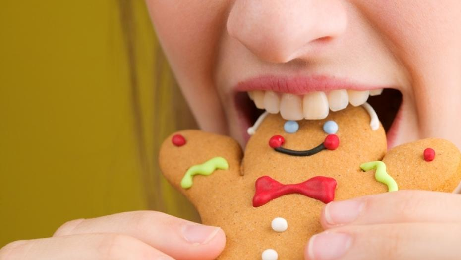 Thinkstockphotos 87826697 Woman Eating Gingerbread