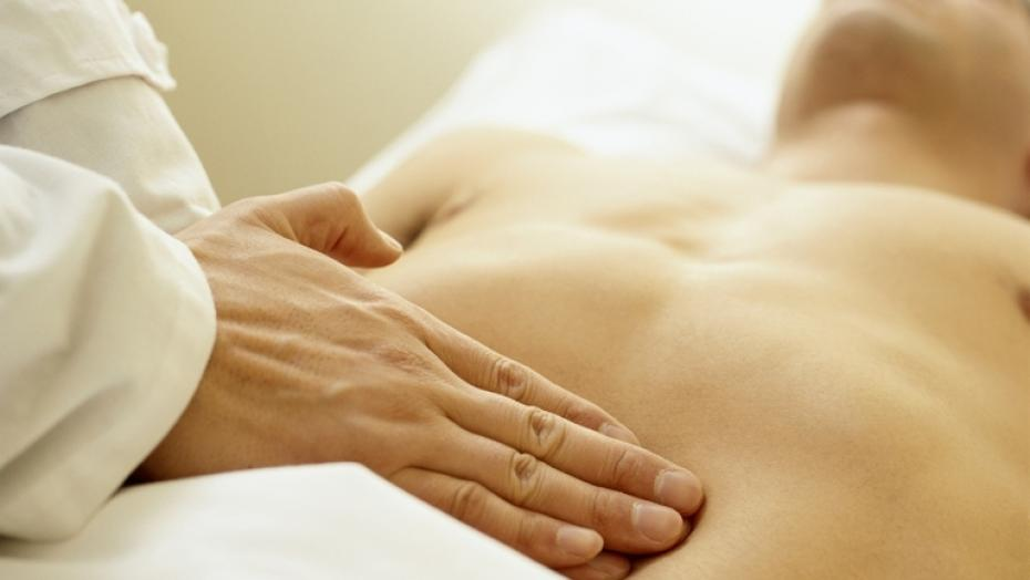 Thinkstockphotos Aa023148 Massage Therapist Palpating The Abdomen