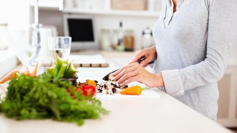 Women cutting up food