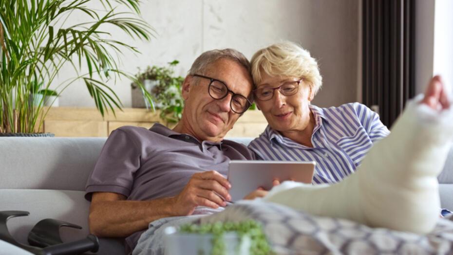 Older adult couple cast