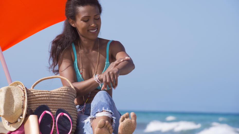 Sunscreen tips woman applying sunscreen
